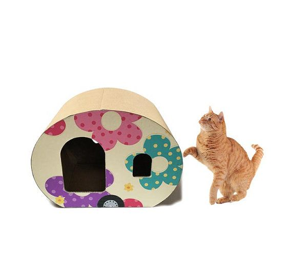 If you love animals, this caravan is a nice alternative to the conventional house cat. Designed to be a miniature version of a Roulotte, a mix
