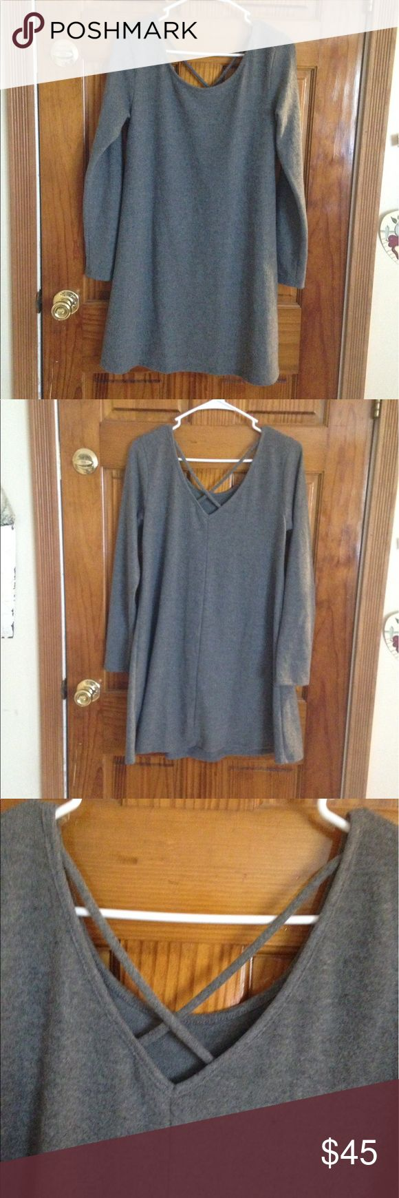 New Listing! NWT grey long sleeve dress NWT grey long sleeve dress size Medium originally $44. Brand is Francesca's Collections Francesca's Collections Dresses Long Sleeve