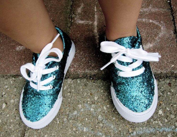 Add glitz and gam to your plain summer kicks with this easy glitter DIY project. This shoe upgrade is so simple!
