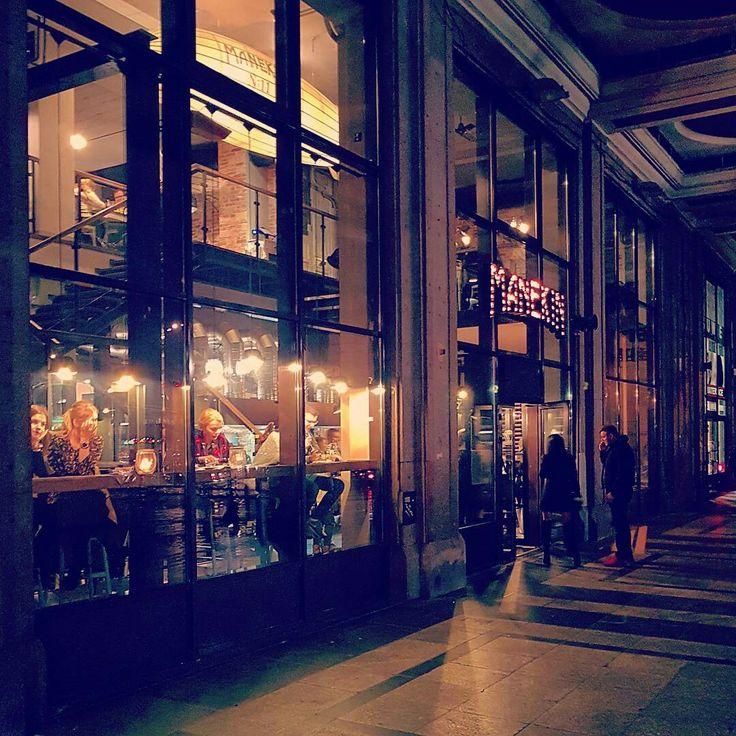 Warszawa Śródmieście - Manekin przy Placu Konstytucji / urban arcades #wydobywamokolice #imurbiminer