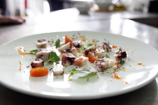 Ensalada fría de brotes y pulpo con vinagreta de pimentón | #receta #koama #terrina de #pulpo