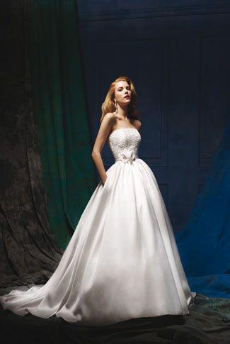 Robe de mariée Alfred Angelo collection 2015