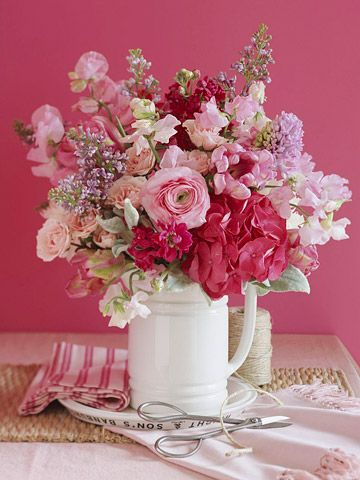 I wish I could create beautiful flower arrangements like this. This would be so pretty on my bathroom counter.