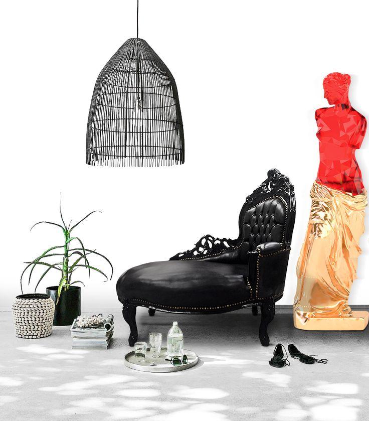 [Fr] Découvrez nos méridiennes baroque, ici présentés avec tissu en simili cuir noir et bois laqué noir. [En] Discover our chaise longues, here presented with black leatherette and glossy black wood. #deco #decor #homedecor #homedeco #picoftheday #Meridienne #Chaiselongue #Meuble #Furniture #Baroque #French #francais #Black #Noir #interior #interieur