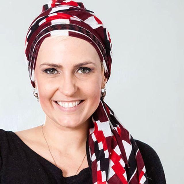 """Flávia Flores teve câncer de mama. E, durante a batalha contra a doença, percebeu a importância da autoestima no processo de recuperação. Ela criou o blog """"Quimioterapia e Beleza"""" para falar do assunto e dividir sua história com outras mulheres. Leia a entrevista inspiradora que fizemos com ela em AdoroMaquiagem.com.br (tem link de acesso na nossa BIO). #AdoroMaquiagem #OutubroRosa"""
