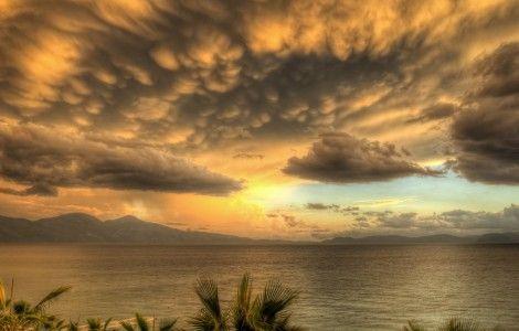 Sunshine Through Storm Clouds – 4K WallPaper