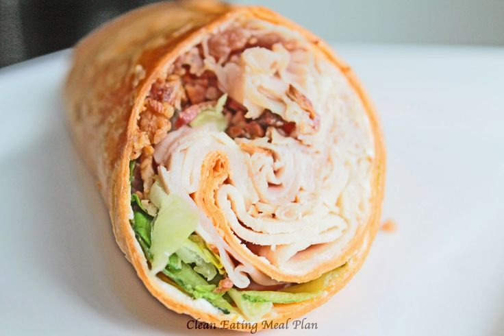 Healthy lunch idea: turkey and bacon wrap (from Clean Eating Weight Loss Meal Plan Blog) #cleaneatingdiet #weightlosshelp