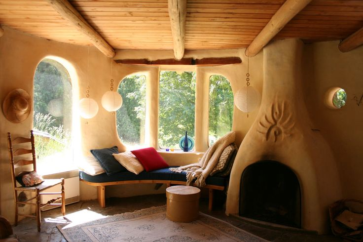 I'd love to create this space....Cob, the natural sculptural building material.