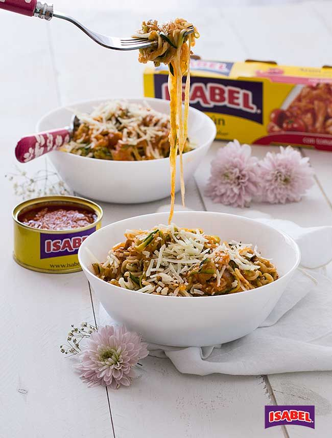 Espaguetis de calabacín con Atún con Tomate , ¿Os apetecen unos espaguetis de calabacín con Atún con Tomate?, están deliciosos y es una buena idea para los peques, de este modo estarán comien...