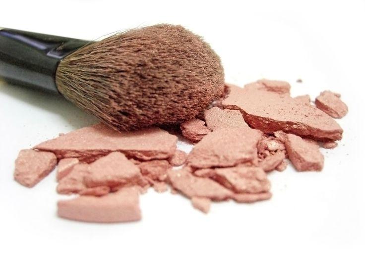Tips para arreglar tu maquillaje roto.
