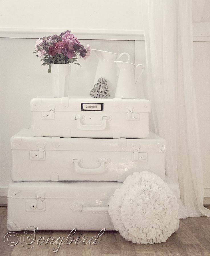how-to-paint-vintage-suitcases