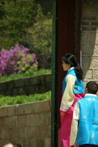 Hanbok wedding in Seoul #hanbok #hanbokbouquet #seoulwedding #복주머니 #플라워클래스 #프렌치스타일 #플라워스쿨 #花束 #꽃놀이 #꽃스타그램 #flowerstagram #취미꽃꽂이 #꽃배우기 #花 #ブーケ #frenchflorist #꽃