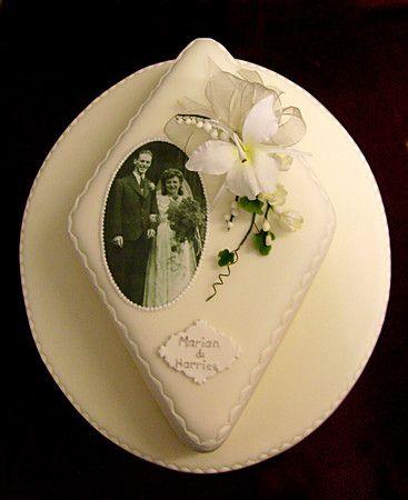 http://www.sugarcraftemporium.com/celebration-cakes/anniversary-cakes/diamond-wedding-anniversary-cake-2.htmlv