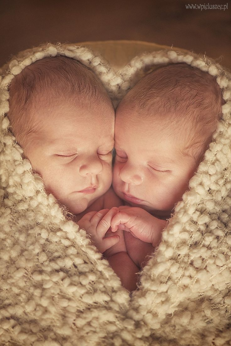 Ein Herz und eine Seele: Zwillinge. Schöne Idee für ein ganz besonderes …   – hair braid