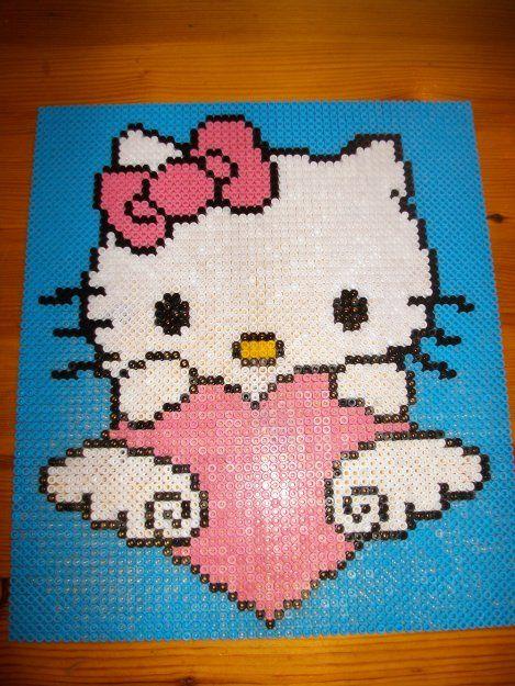 hello kitty en perle hama cliquez sur la photo  pour voir le modèle