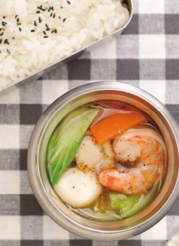 【野菜たっぷりの海鮮中華丼】 ホタテやエビのダシが効いて美味しそう! 沢山野菜を取りたい方にオススメ♪