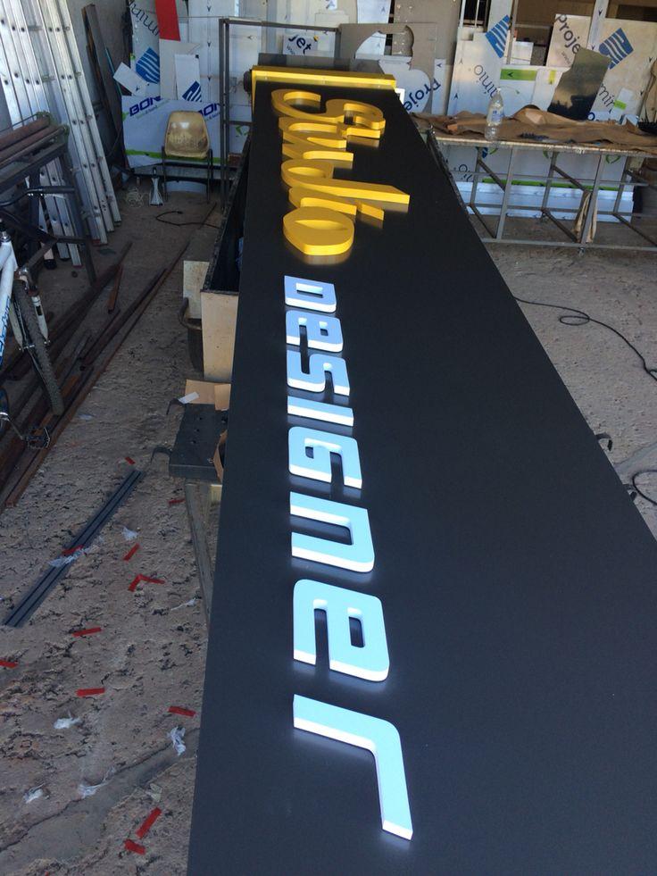 Painel com Acm e letras caixas - Studio Designer