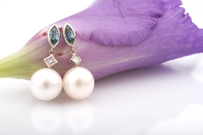 Diamond and Pearl Earrings. White Gold Earrings with Natural Zirkons, Diamonds and Freshwater Pearls.