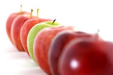 An apple a day keeps the doctor away. Dat is een gekend spreekwoord en het klopt ook echt wel. Appels zitten boordevol goede eigenschappen. Hier enkele redenen waarom appels eten gezond is.