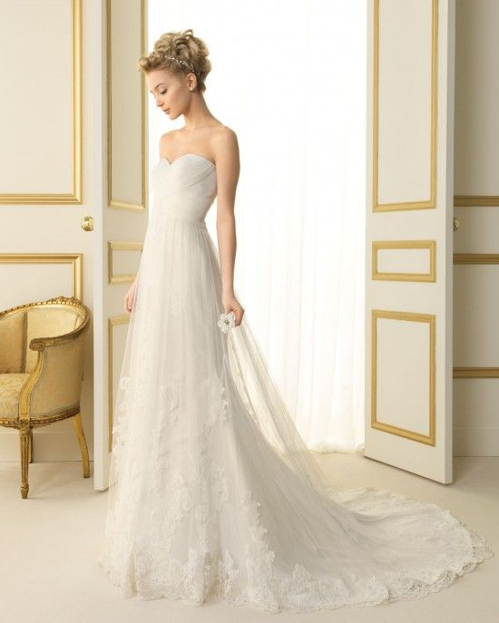 re-pinning this one so it's near the top with the other dresses I want to try next time. Luna Novias 135 Tenor