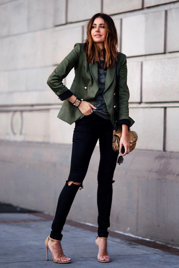 les couleurs qui vont ensemble pour s habiller, pantalon noir avec chemise  bleu foncé combinés ee9d1db18cf