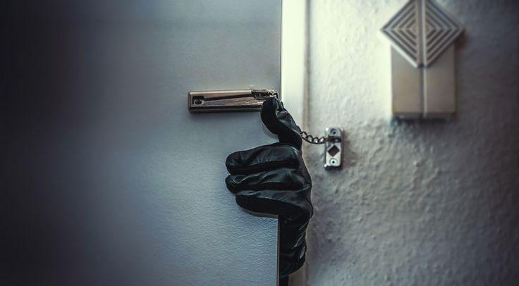 Eve hırsız girince ne yapılmalı neler yapılmamalı sizin için bu yazımızda her şeyi bir araya getirdik. Hırsızdan uzak mutlu günler dileriz.