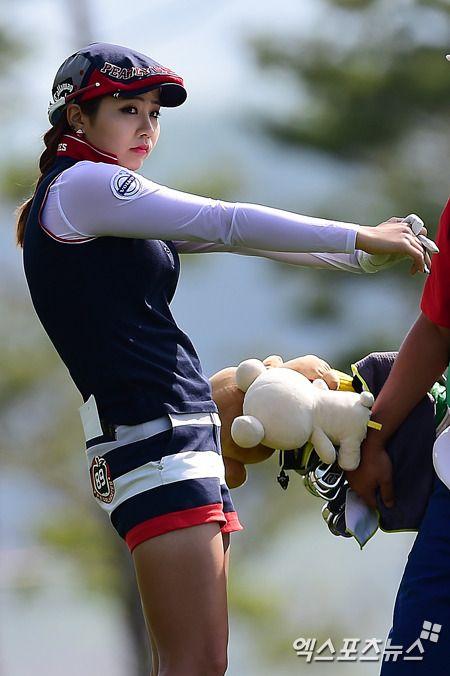 양수진 몸매 사진입니다. 귀여운 외모로 인기를 끌고 있는 골프선수 양수진. 은근히 볼륨감도 있어서 다양한 매력으로 어필하는듯. 물론 실력도 일품이죠. 탄 자국이 있는 허벅지가 왠지 더 매력적임.