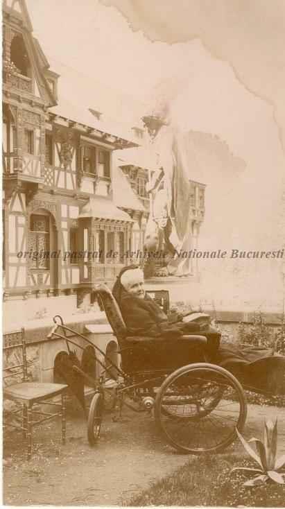 BU-F-01073-5-04755-14 Regina Elisabeta a României la Sinaia în 1908, purtând doliu după decesul mamei sale, 1908 (niv.Document)