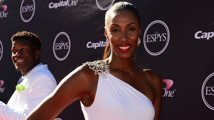 WNBA great Lisa Leslie, all decked out in white for 2013 ESPYs.
