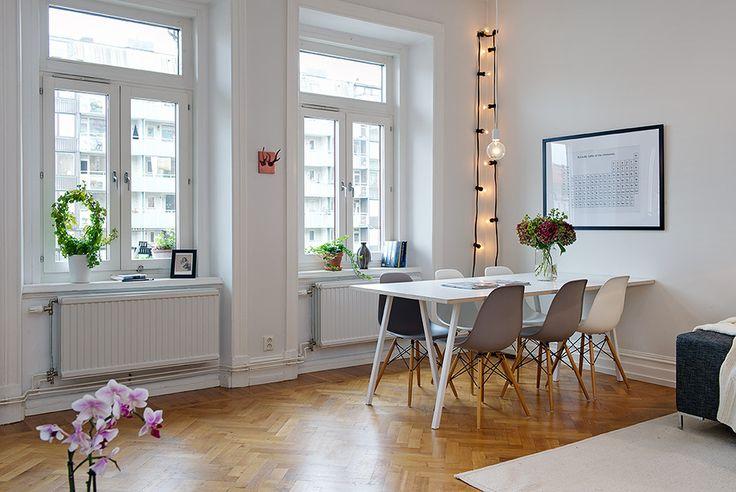 Snyggt bord och stolar