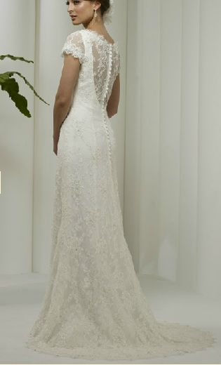 I Love the buttons down the back and the lace!    robert bullock roma