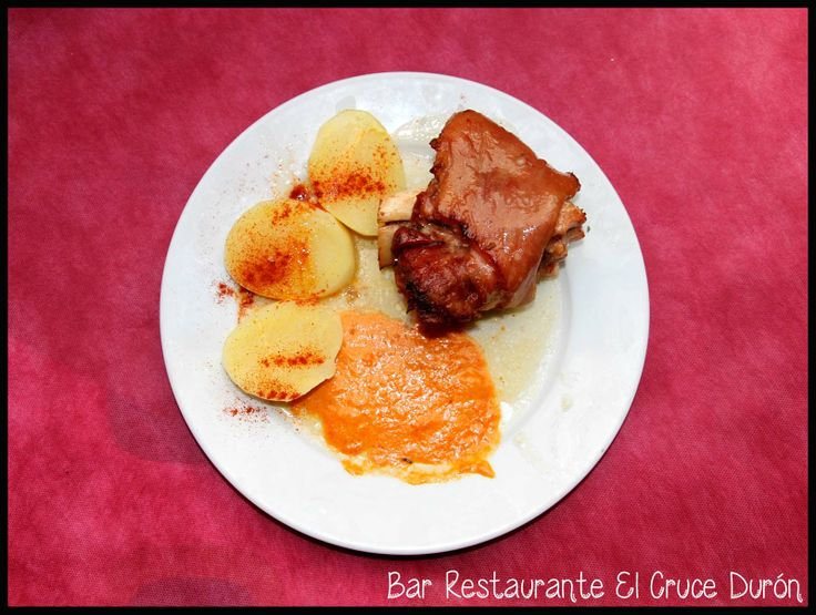 CODILLO BRASEADO  Teléfonos Reservas: 949283596 / 619556556 Calle Villar nº32 de Durón, Cp 19.143 - Durón, Guadalajara (ES) Cruce de las carreteras N-204 y CM-2013  Twitter: @ElCruceDuron Facebook: Bar Restaurante El Cruce Tumblr: Bar El Cruce Durón  Pinterest: Bar El Cruce Durón  Google+: Bar Restaurante El Cruce Durón