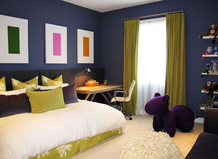 С какими цветами сочетается фиолетовый, лучшее его применение в интерьере http://happymodern.ru/s-kakimi-cvetami-sochetaetsya-fioletovyj-luchshee-ego-primenenie-v-interere/ Стильная детская, оформленная в темно-фиолетовом цвете с белыми и горчичными акцентами