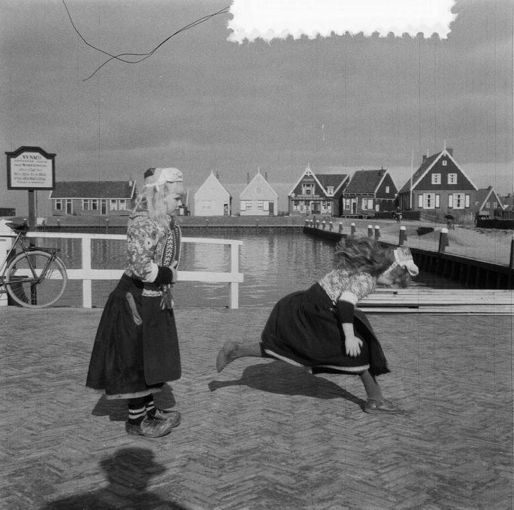 meisjes van Marken 1957 #NoordHolland #Marken