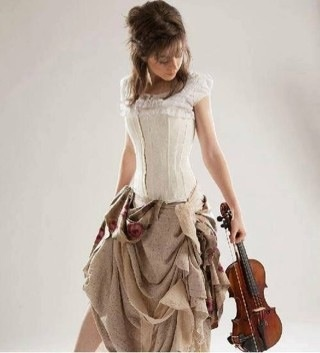 Lindsey Stirling ia a amazing violinist¡¡¡¡¡ pose for photo shoot!