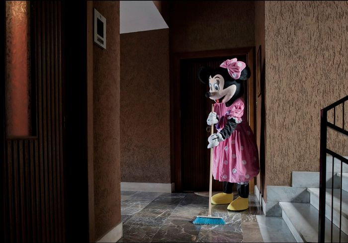 In his latest seriesI Am Winnie the Pooh,French photographerBenjamin Béchetkidnaps a handful ofsuperheroes and children's iconsfrom their fairytale settings and strips them oftheir supernatural powers by showing them in real life situations.