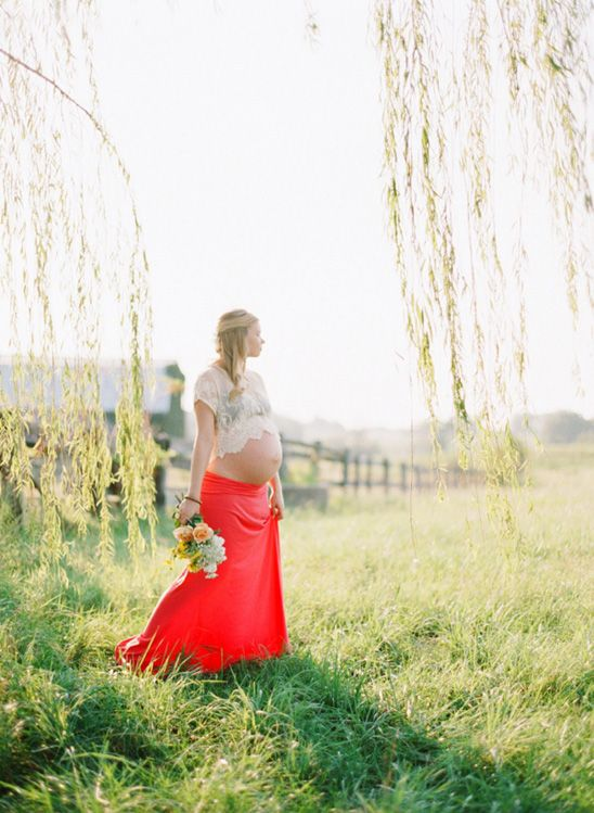 Definitely want to have photos taken like this  when I'm pregnant , beautiful  !