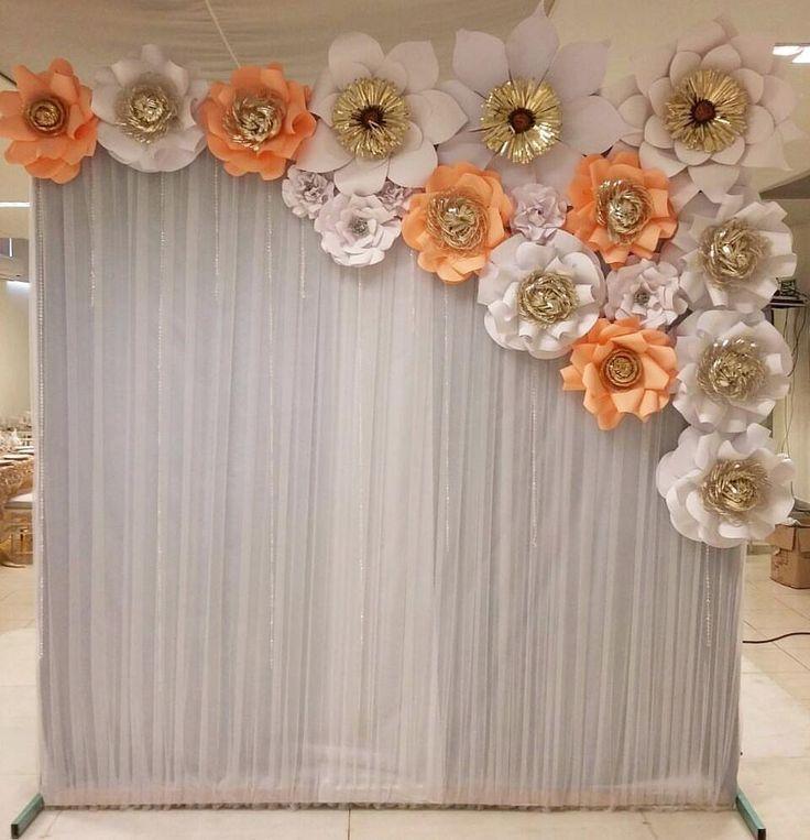 "170 Me gusta, 8 comentarios - Dugorche Arte en papel (@dugorche) en Instagram: ""Backdrop de flores de papel #dugorche en color blanco y melón en evento de @torrisnice #weddingday…"""