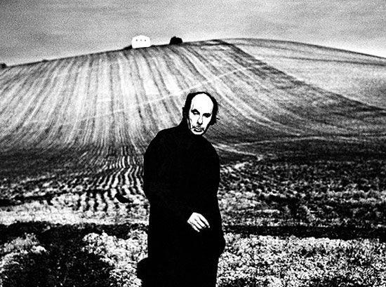 Giacomelli, masque, icopyright Photology, Milan-Mario Giacomelli