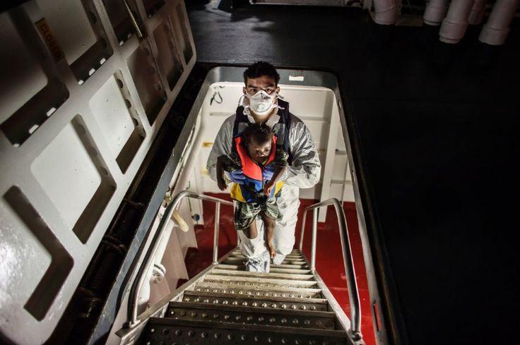 Insgesamt rettete die italienische Küstenwache während des Aufenthalts des...