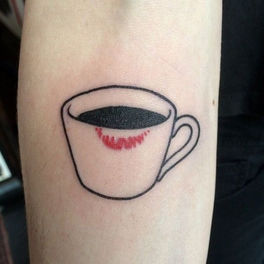 Aline Vissoto  This but traditional style and with roses/designs on cup?? Coffee vs tea??