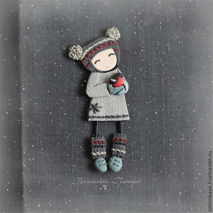 Купить Варюша и снегирь. Брошь - серый, девочка, девочка со снегирем, брошь девочка