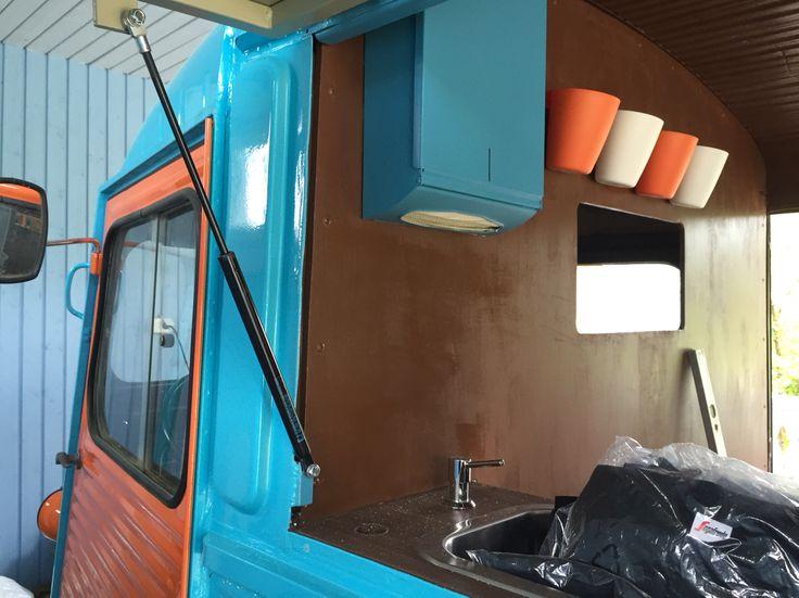 Colors match. Citroen HY food truck.
