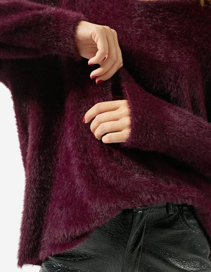 At Stradivarius you'll find 1 Plush V-neck sweater for just 29.99 United Kingdom . Visit now to discover this and more Faux fur jackets.