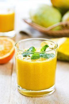El ingrediente secreto para crear músculo y aumentar la felicidad.  MANGO DETOX:  1 taza de hojas de espinaca1 1/2 tazas de mango2 tazas de agua1 taza de piña1/2 taza de culantro o perejil1/4 pulgada de jengibre rallado