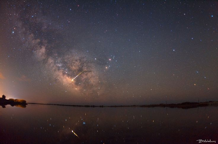 Meteor Fireball and Milky Way Galaxy above lagoon Korission, Corfu. Photo by: Bill Metallinos. #GreenCorfu - greencorfu.com - https://pinterest.com/greencorfu/