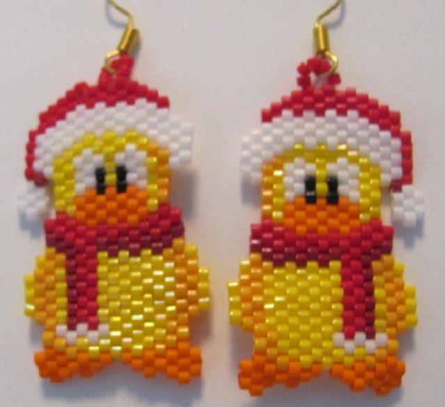 Hand Beaded Santa Duck bungelende oorbellen van beadfairy1 op Etsy