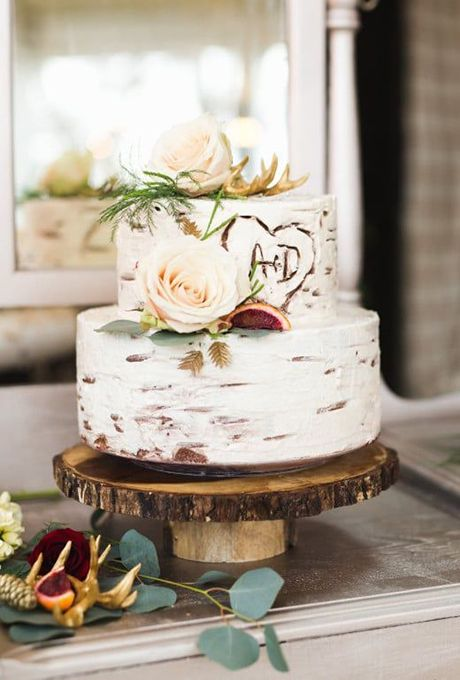 No country-chic wedding is complete without mason jars galore, beautiful burlap details, and of course, a wedding cake with a romantic rustic feel.