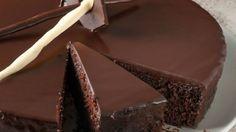 Πανεύκολη κολασμένη σοκολατόπιτα ΜΟΝΟ με 5 ευρώ! Υλικά 2 αυγά 100 γρ. λευκή ζάχαρη, κρυσταλλική 100 ml ελαιόλαδο 50 γρ.
