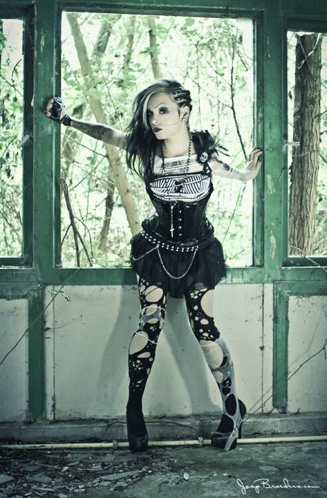 i love this look, simply badass and beautiful. love the tights :]  #girl #style #gothic